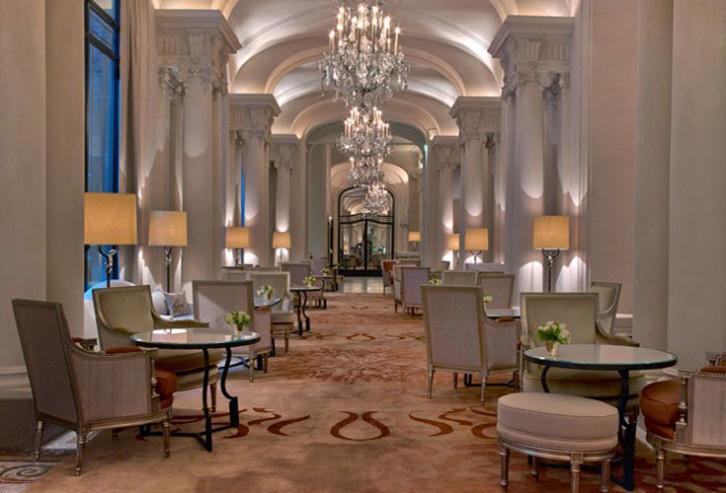 Reabre com um novo décor, o Hotel Plaza Athénée em Paris