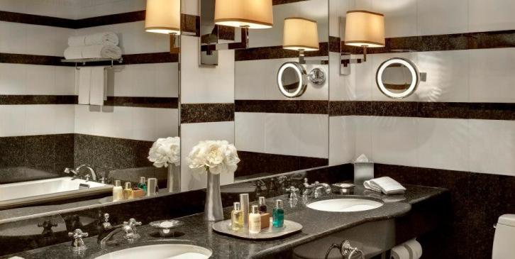 Casas de banho com pormenores de luxo